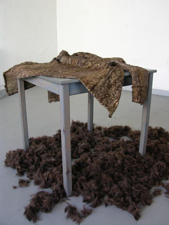 Il pèle ici, manteau de fourrure, atelier Montreuil, 2007