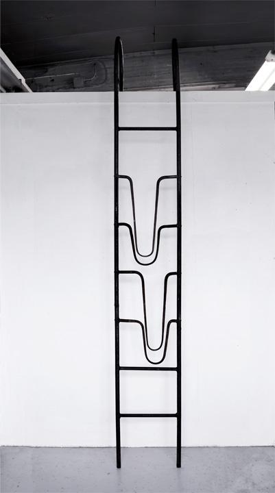 Le grand écart, 280 x 41 x 3 cm, fer forgé, 2013.